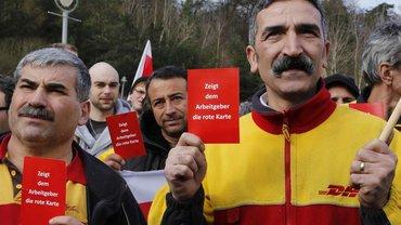 Rot statt Gelb, Postbeschäöftigte portestieren gegen Tarifvbertragsbruch und Lohndumping