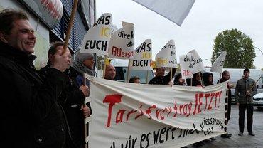 Berlin: Beschäftigte fordern von der Arbeitgeberseite die Aufnahme der Tarifverhandlungen.