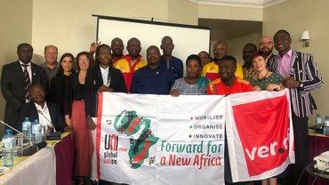 """Gruppenbild vom Treffen """"DHL weltweit - Auf- und Ausbau gewerkschaftlicher Strukturen bei DHL Afrika"""""""